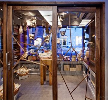 Ghinlon Architecture Dunne Crecenza Shop Fitout