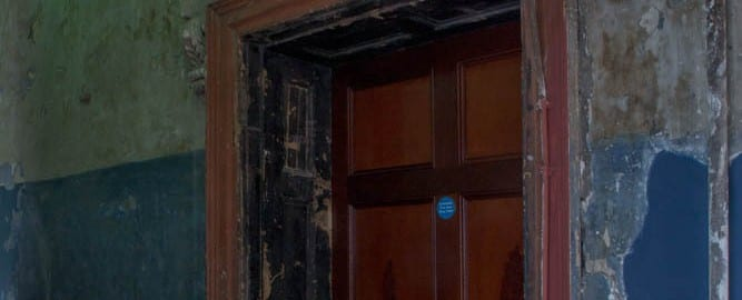 photography of door in tenement museum dublin